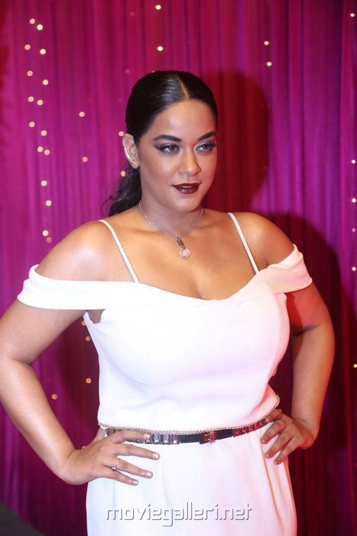 Actress Mumaith Khan @ Zee Telugu Apsara Awards 2017 Red Carpet Stills