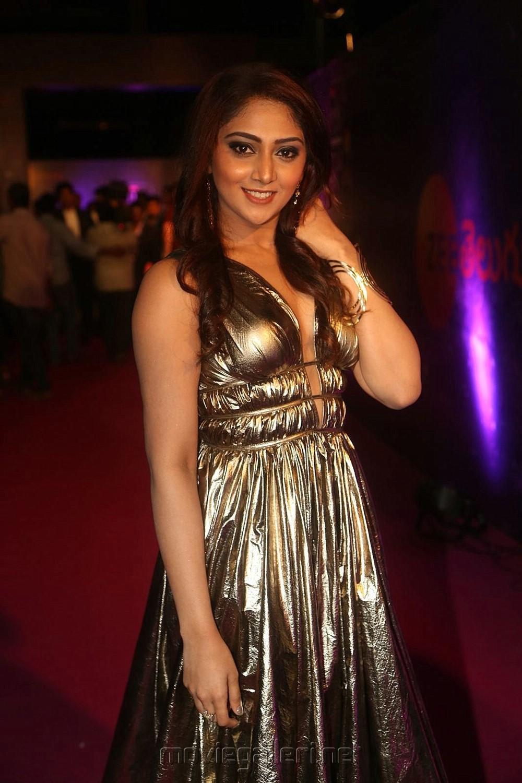 Actress Natasha Doshi @ Zee Telugu Apsara Awards 2018 Red Carpet Photos