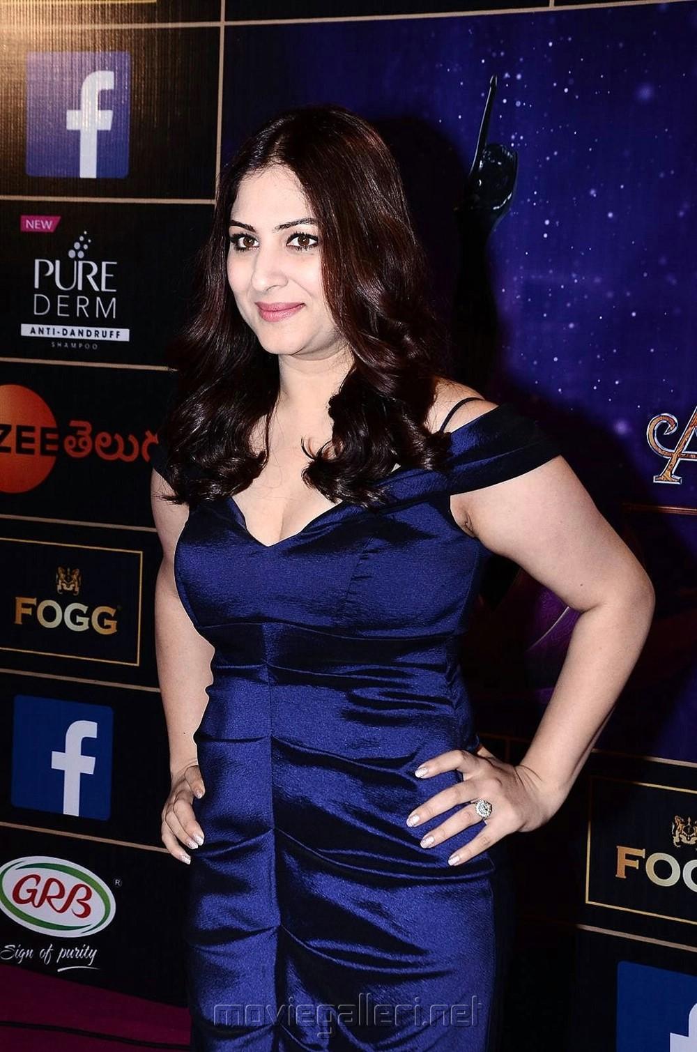 Actress Gowri Munjal @ Zee Telugu Apsara Awards 2018 Red Carpet Photos