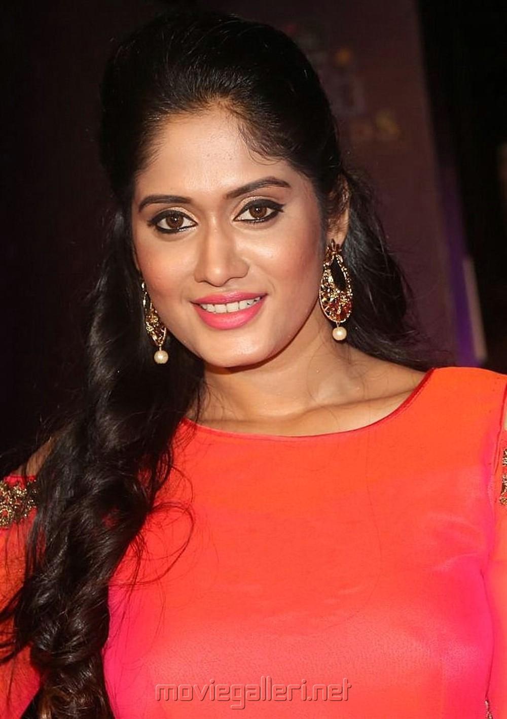 Actress Sowmya Venugopal @ Zee Telugu Apsara Awards 2018 Red Carpet Photos