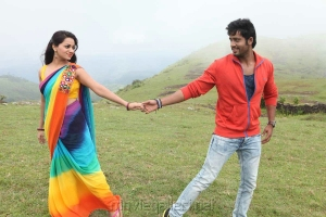 Reshma Rathore, Umapathi in Adhagappattathu Magajanangalay Movie Stills