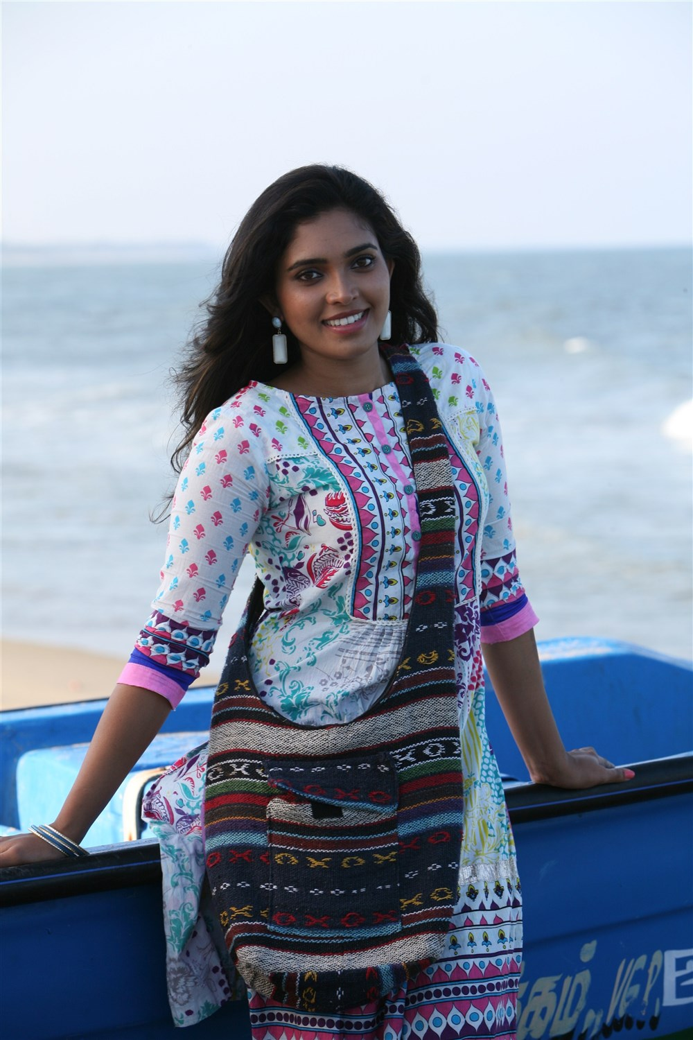 Heroine Ishaara Nair in Adhi Medhavigal Movie Photos