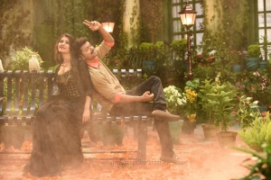 Samantha, Vijay in Adhirindhi Movie Stills HD
