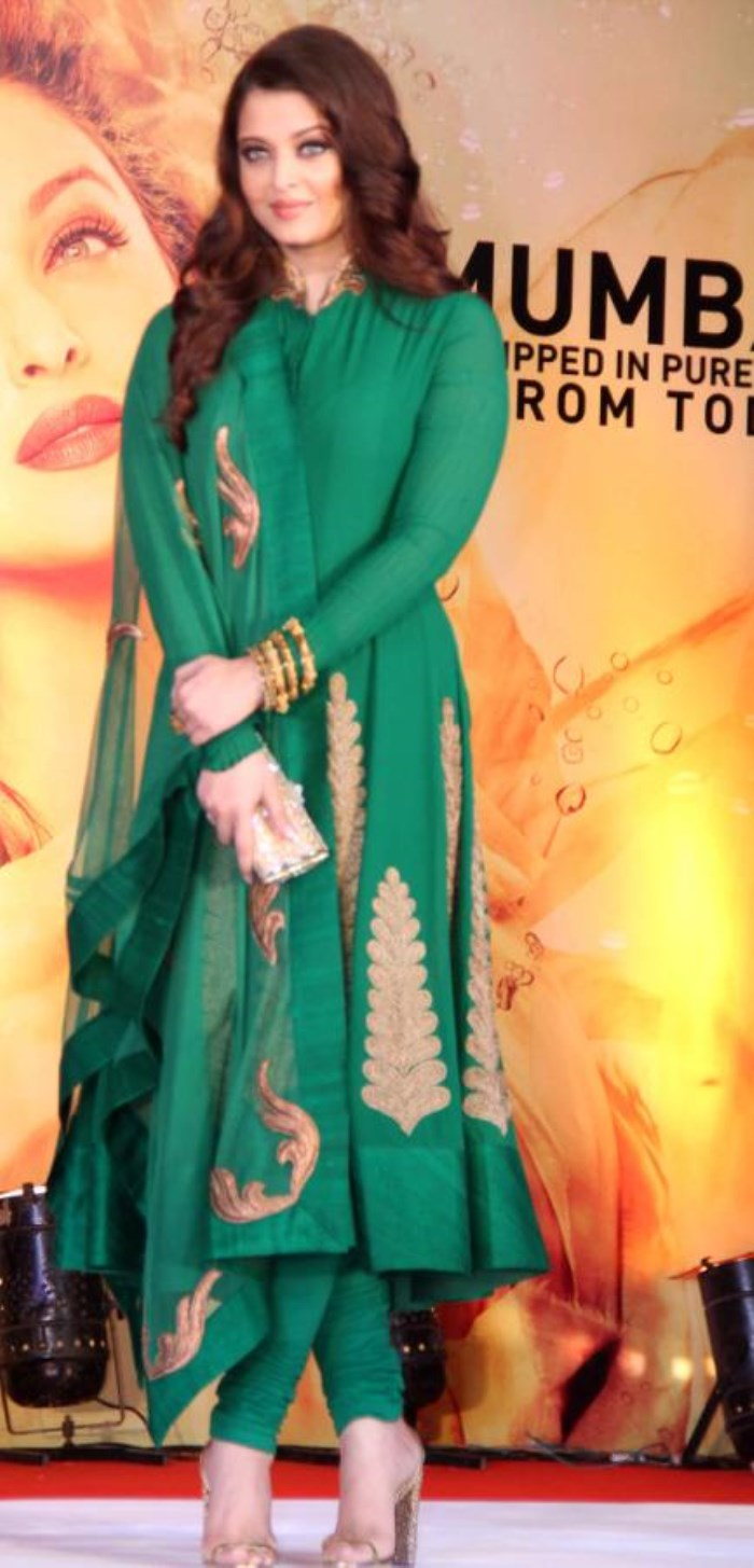 Aishwarya Rai in Salwar Kameez | FemalesPk.Com