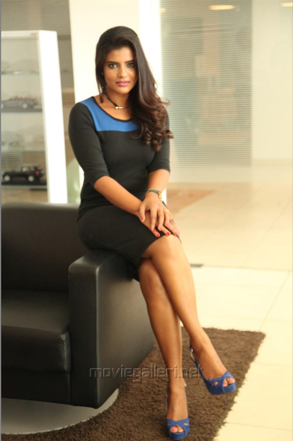 Tamil Actress Aishwarya Rajesh Hot Photos