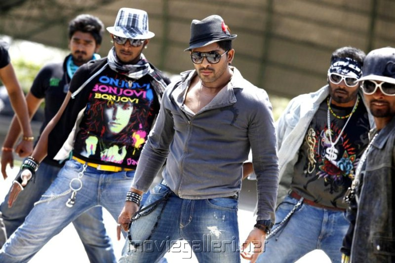 Julayi Movie Allu Arjun Stills