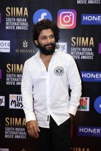 Hero Allu Arjun Pictures @ SIIMA Awards 2021