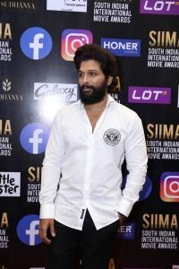 Hero Allu Arjun Pictures @ SIIMA Awards 2021 Red Carpet
