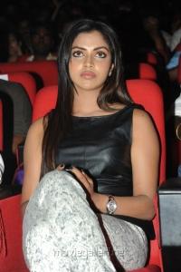 Amala Paul in Sleeveless Black Dress at Iddarammayilatho Audio Launch