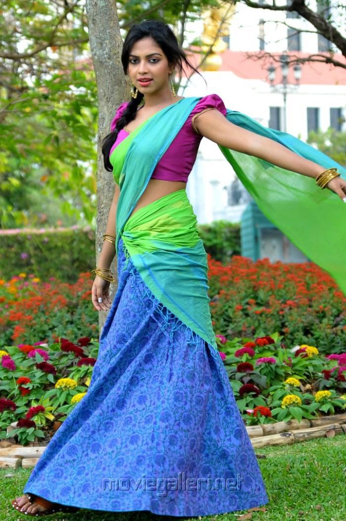 Actress Amala Paul Hot Half Saree Pics @ Iddarammayilatho
