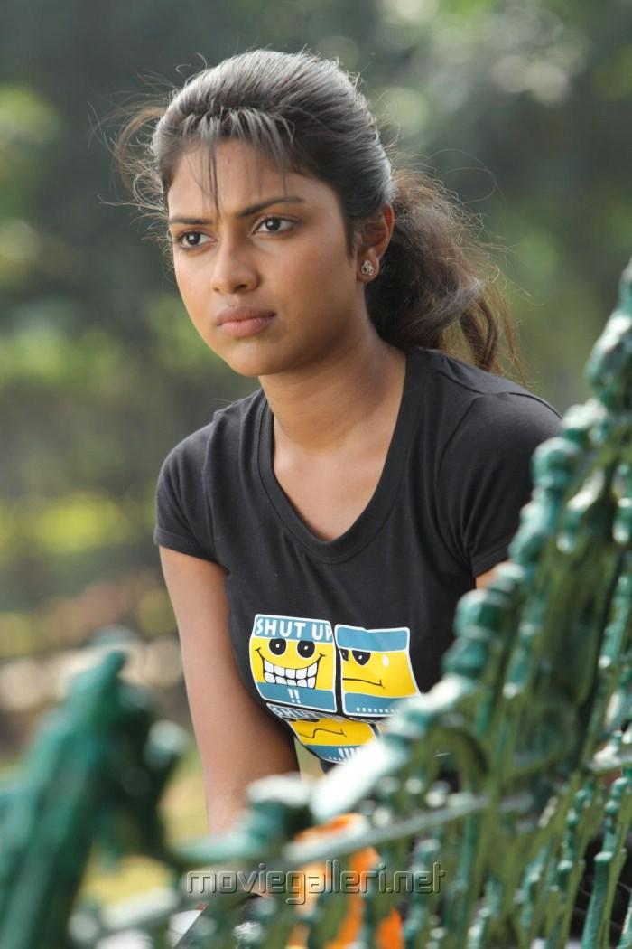 Amala Paul Images in Kadhalil Sodhappuvadhu Eppadi