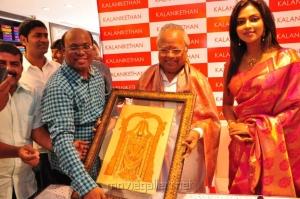 Amala Paul launches Kalanikethan Showroom @ Coimbatore Stills