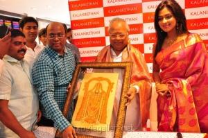 Amala Paul launches Kalanikethan @ Gandhipuram, Coimbatore Stills