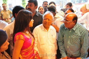 Amala Paul Inaugurates Kalanikethan Showroom @ Coimbatore Stills