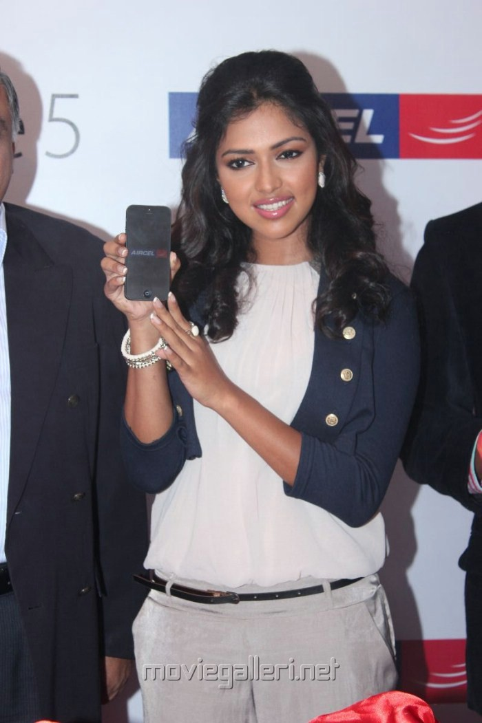 Tamil Actress Amala Paul at Aircel Iphone 5 Launch