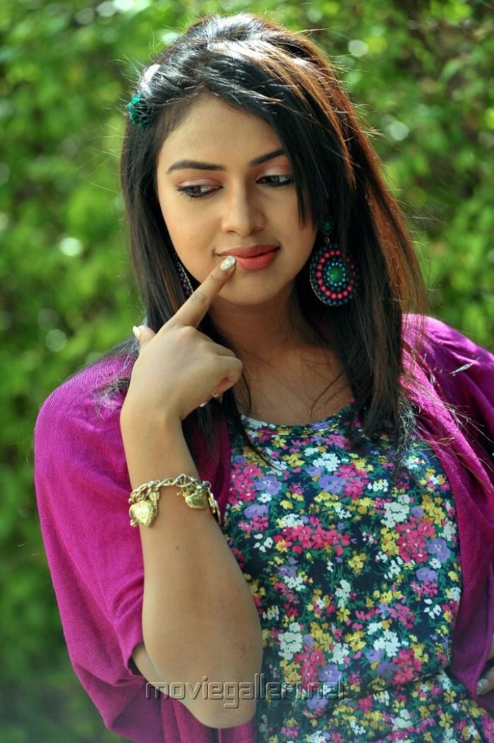 Actress Amala Paul Hot Photo Shoot Stills @ Iddarammayilatho