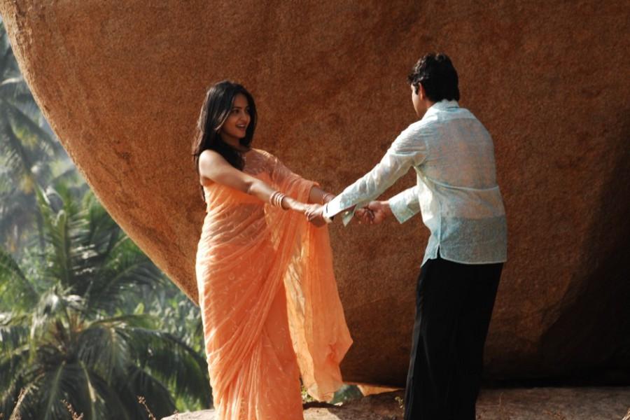 Jagapathi Babu, Anushka Hot in America to Aminjikarai Tamil Movie Stills