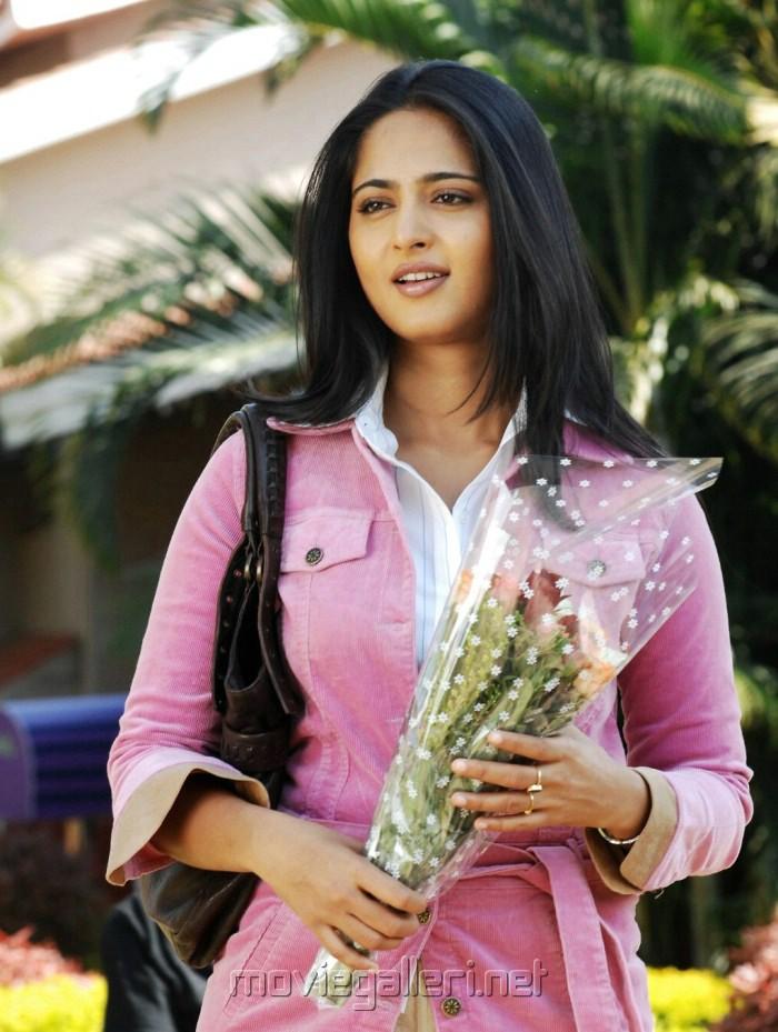 Actress Anushka in America to Aminjikarai Tamil Movie Stills