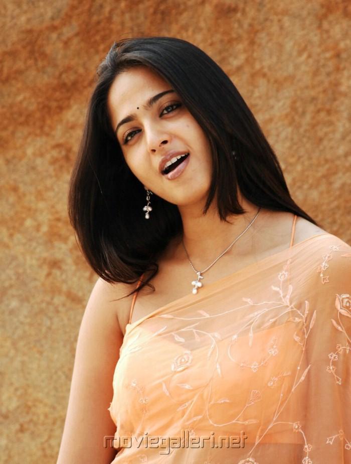 Cute Anushka in America to Aminjikarai Tamil Movie Stills