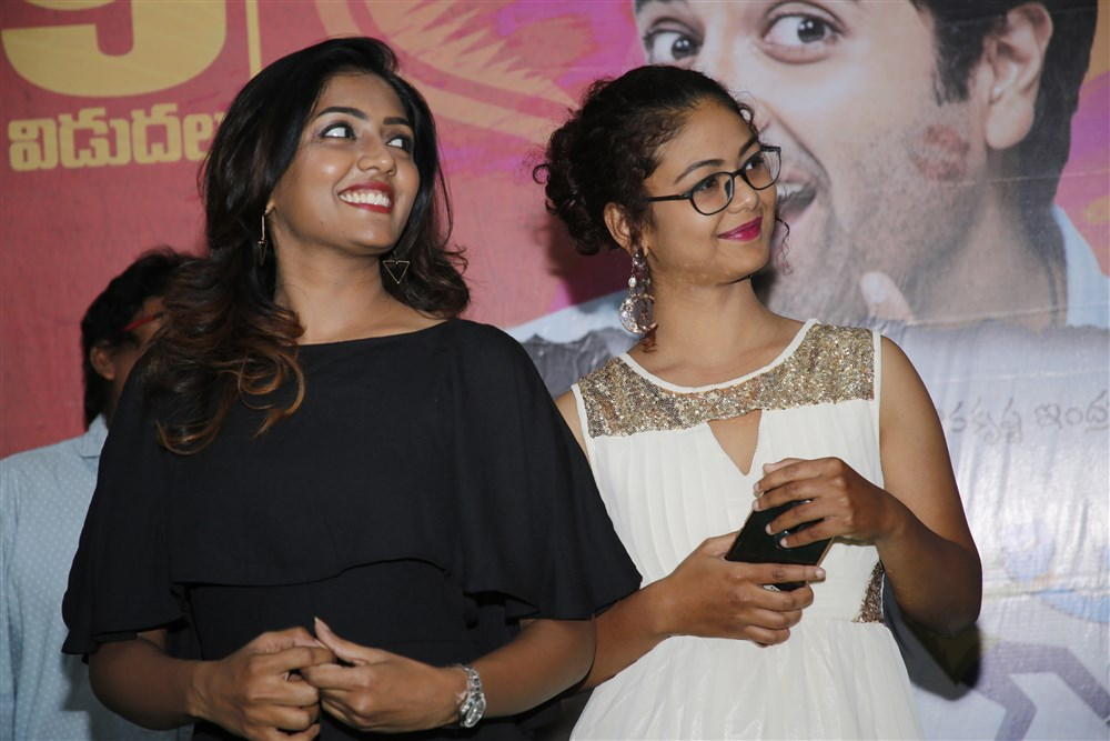 Eesha Rabba, Aditi Myakal @ Ami Thumi Movie Promotions at Trendset Mall, Vijayawada Photos