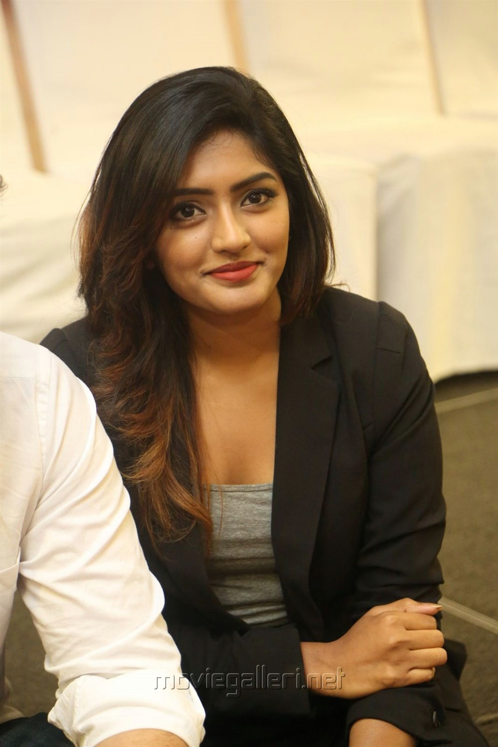 Actress Eesha Rebba @ Ami Tumi Success Meet Stills