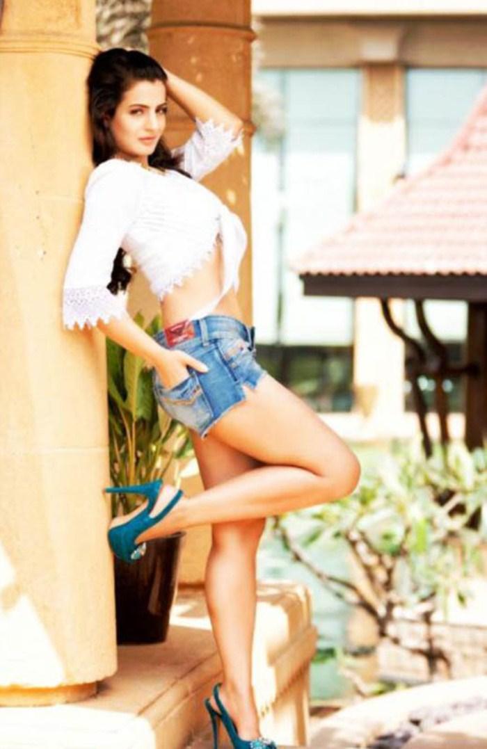 Amisha Patel Latest Hot Photoshoot Stills