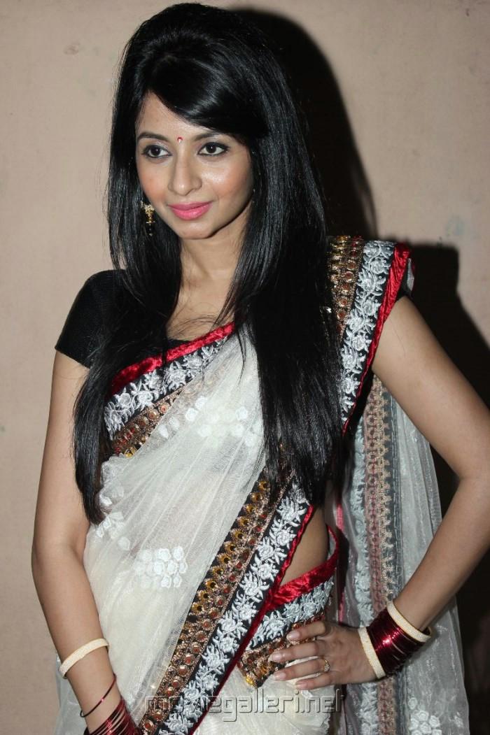 Unakku 20 Enakku 40 Actress Amrutha in Saree Stills