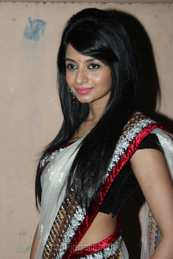 Tamil Actress Amrutha White Saree Hot Photos
