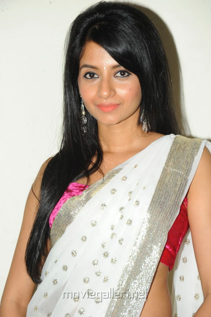 Telugu Heroine Amrutha Hot Photo Shoot Stills [ Gallery View ]