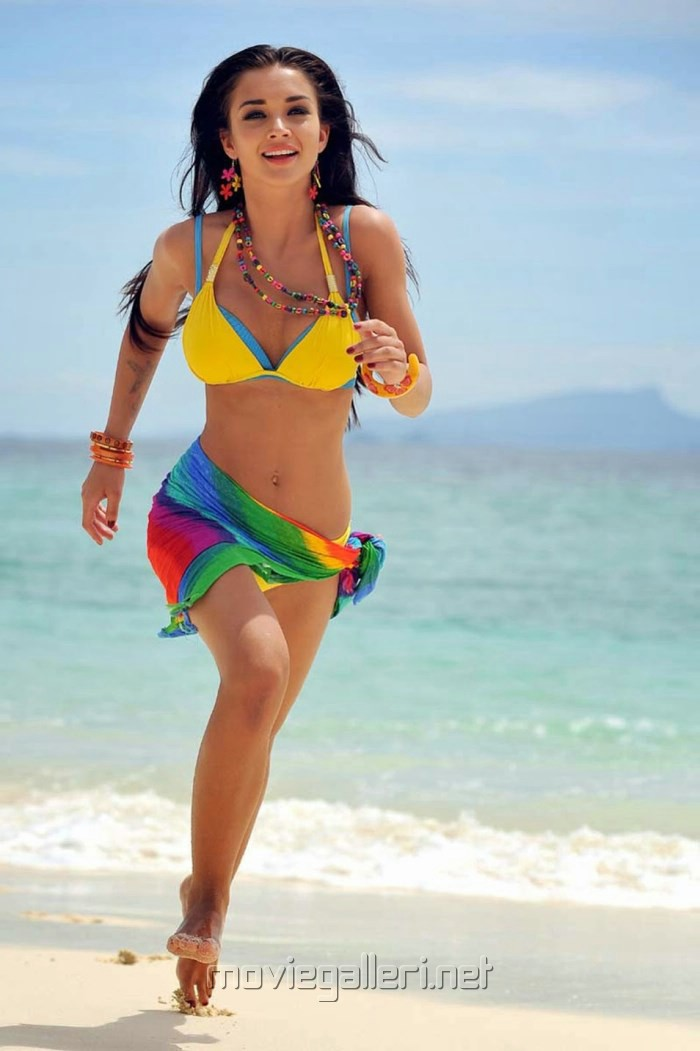 Yevadu Movie Actress Amy Jackson Spicy Hot Bikini Pics