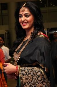 Anushka Shetty @ An Ode To Weaves & Weavers Fashion Show by Shravan Kumar Photos