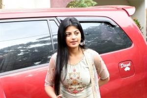 Irandam Ulaga Porin Kadaisi Gundu Actress Anandhi New Pics