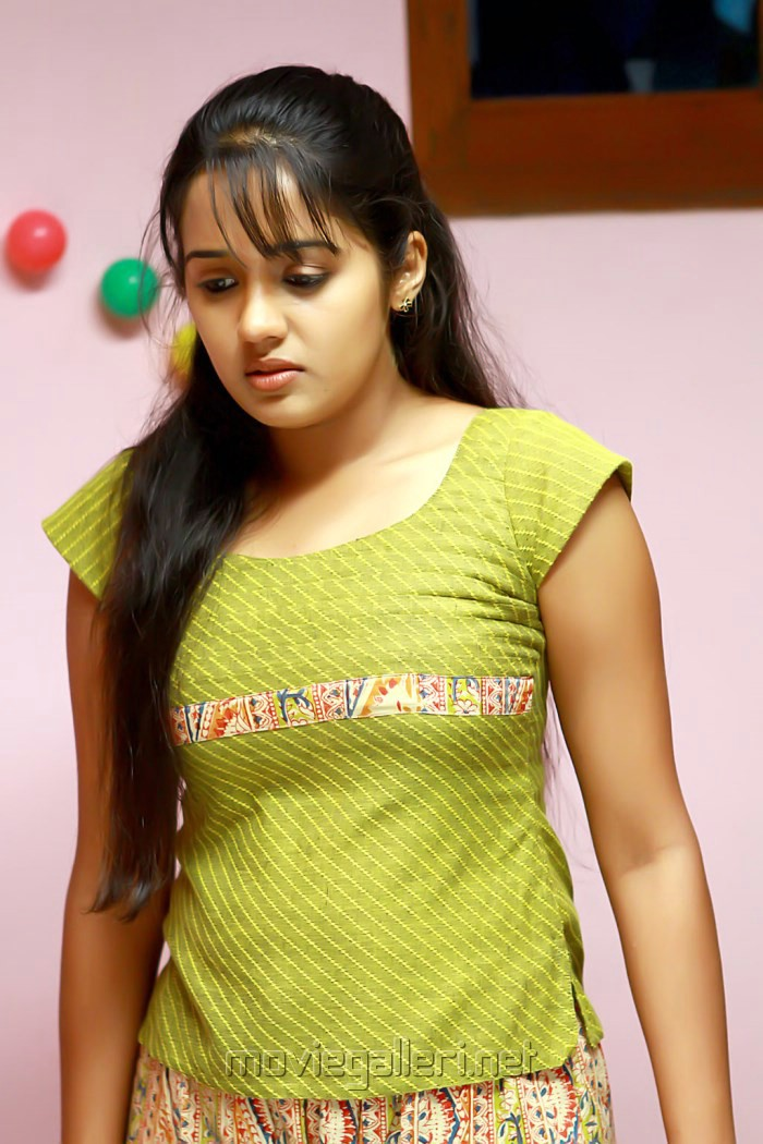 Picture 450688 | Actress Ananya Hot Photos in Yaar Ival ...