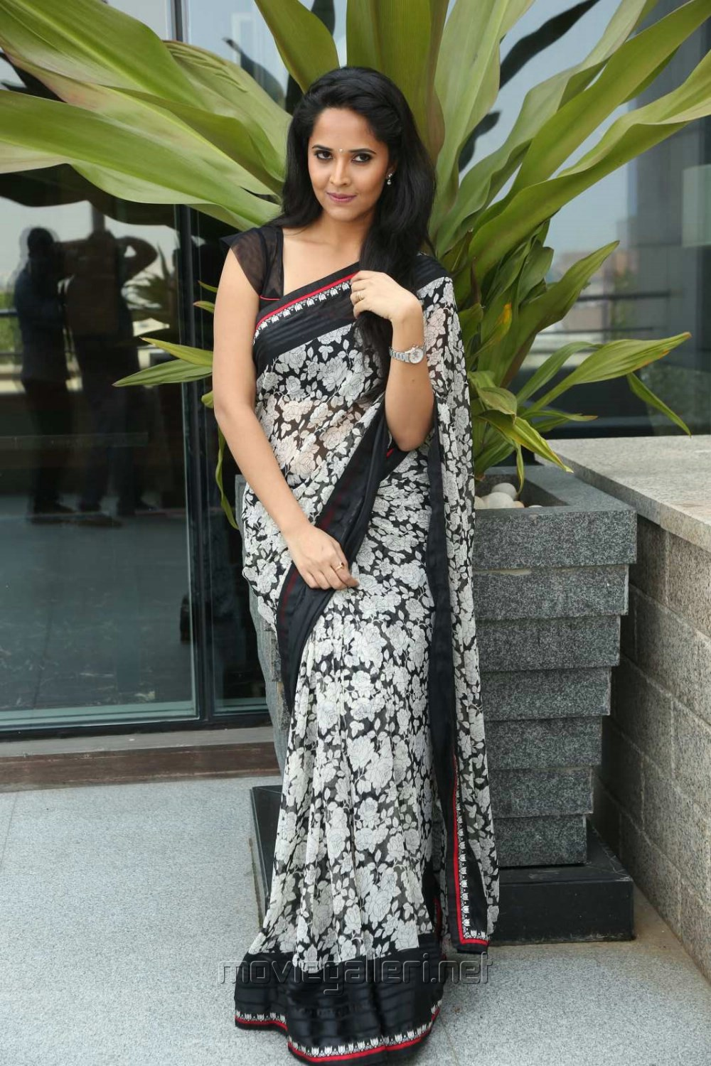 Actress Anasuya in Saree Stills @ Shop CJ Telugu Channel Launch