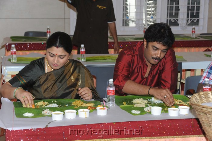 Photo Gallery - Sridevi Marriage/Khushboo and Sundar with daughter