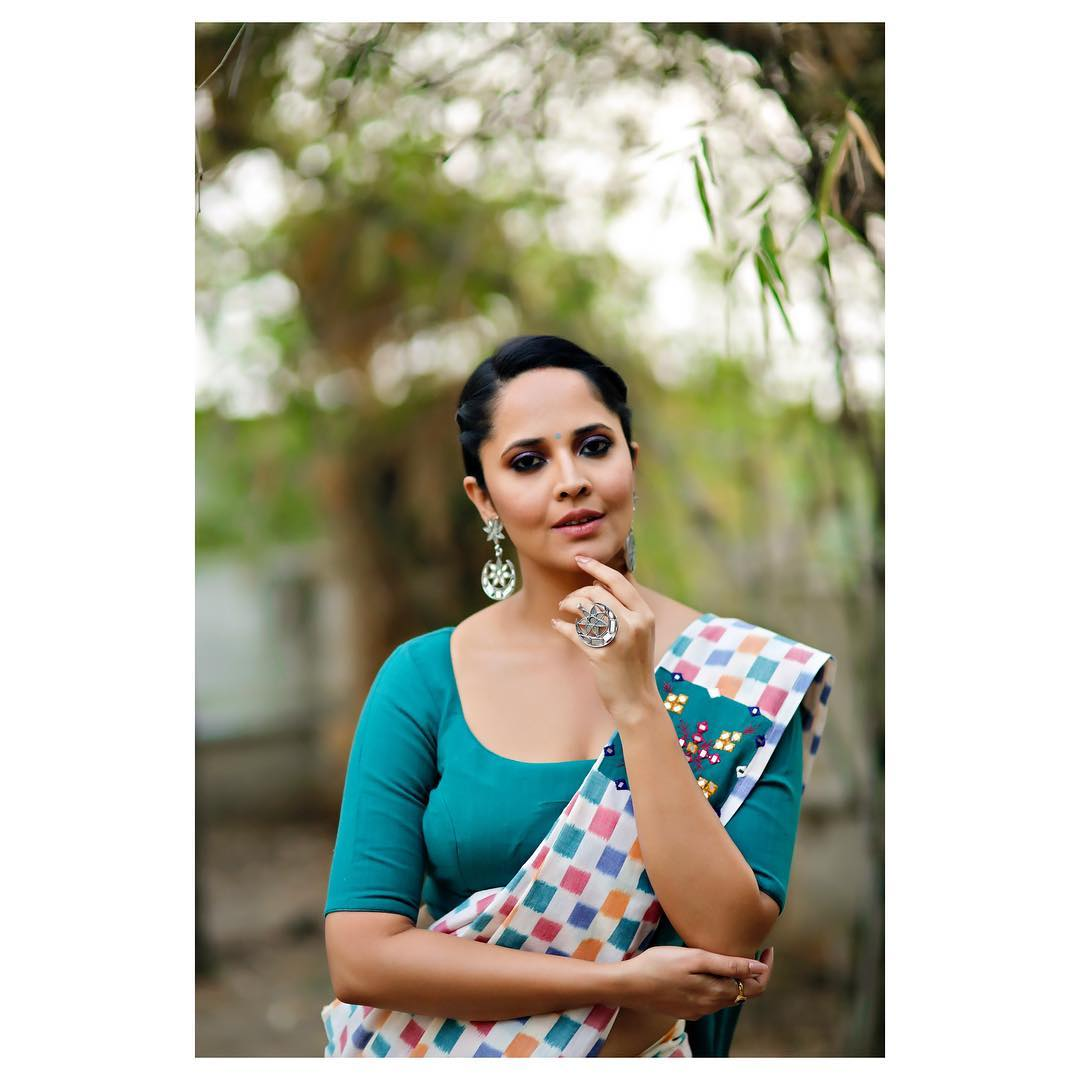 anchor-anasuya-new-photoshoot-pics-524f3e5