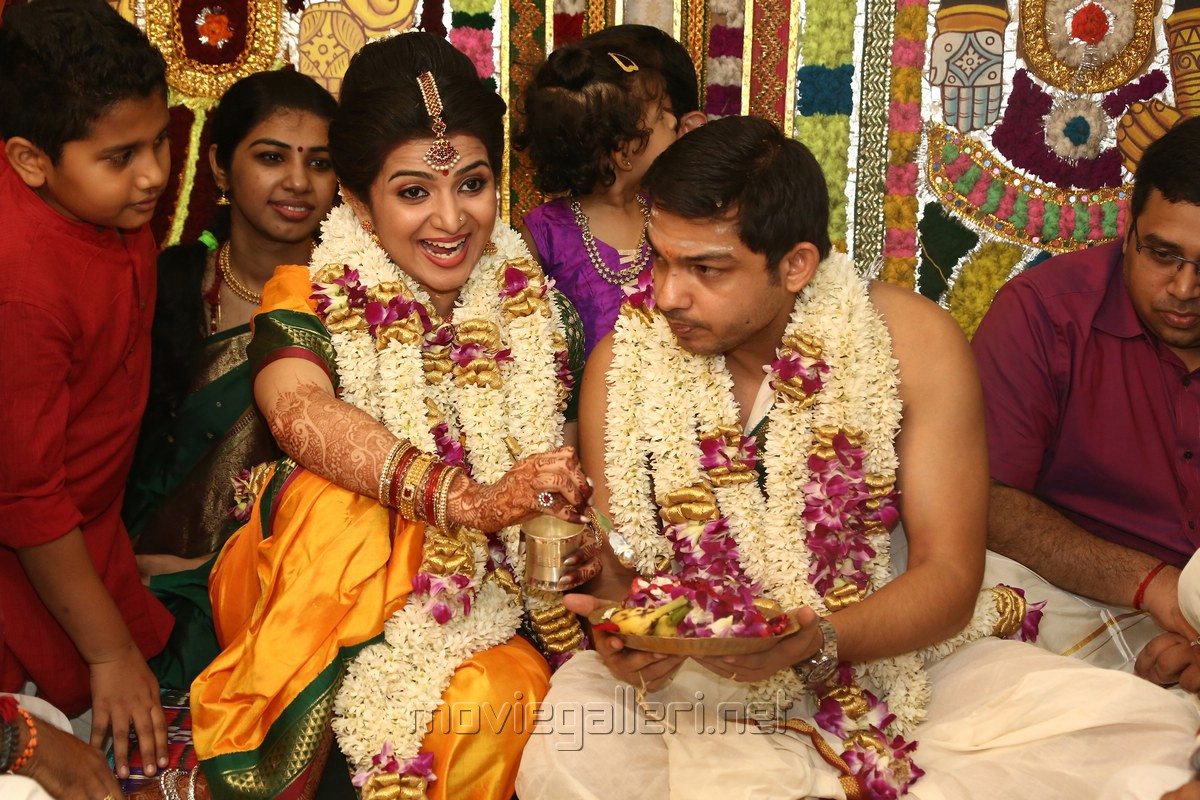 Vijay TV Anchor DD   Srikanth Ravichandran Wedding Photos   Gallery