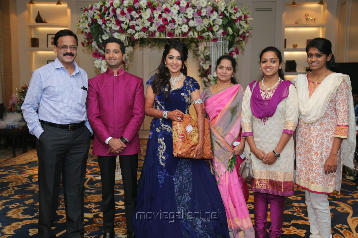 Dhananjayan Anchor Ramya Aparajith Wedding Reception Stills
