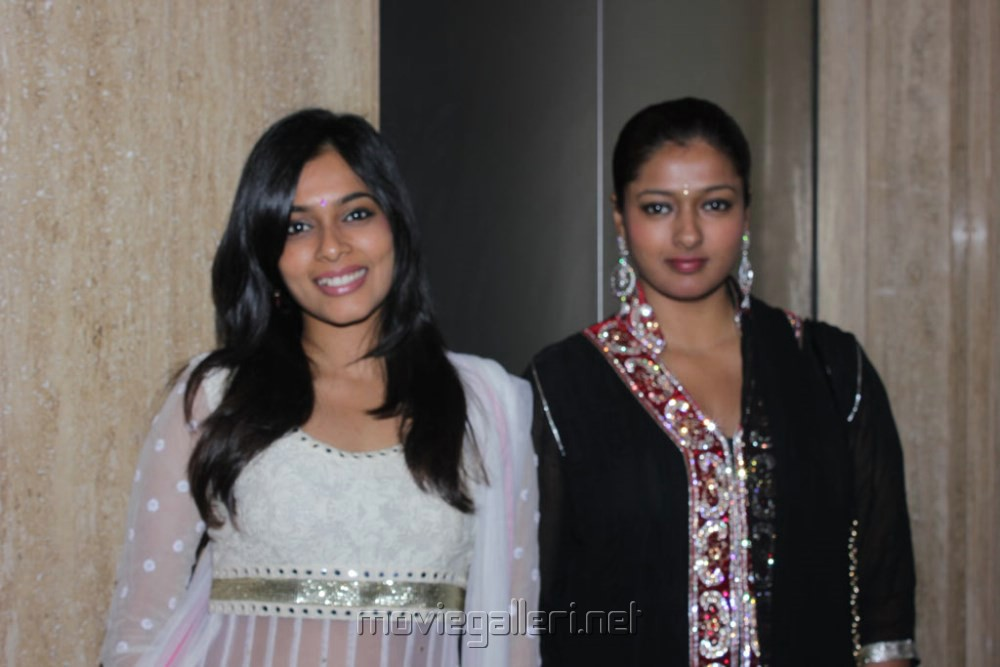 Anchor Ramya Aparajith Wedding Reception Stills