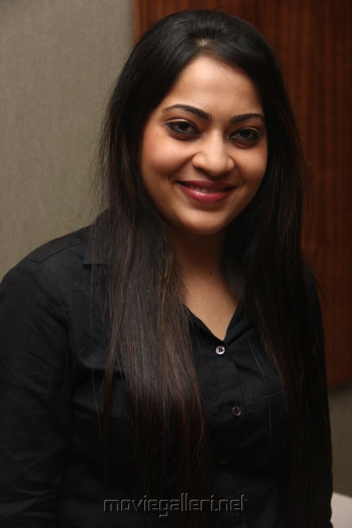 Vijay Tv Anchor Ramya Photos in Black Shirt [ Gallery View ] - vijay_tv_anchor_ramya_photos_black_shirt_6d2974b