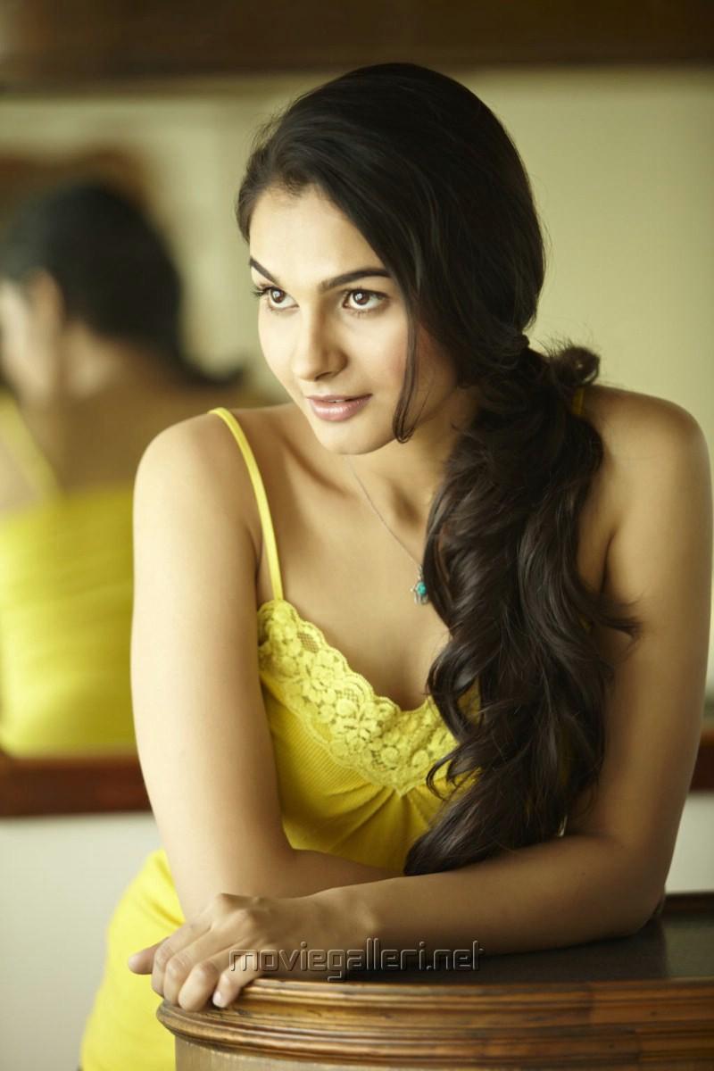 Tamil Actress Andrea Hot Tamil actress andrea jeremiah