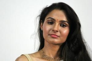 Actress Andrea Jeremiah White Saree Photos HD @ Vada Chennai Press Meet