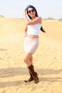 Thulli Vilayadu Angitha Hot Stills