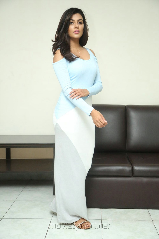 Fashion Designer s/o Ladies Tailor Actress Anisha Ambrose Interview Stills