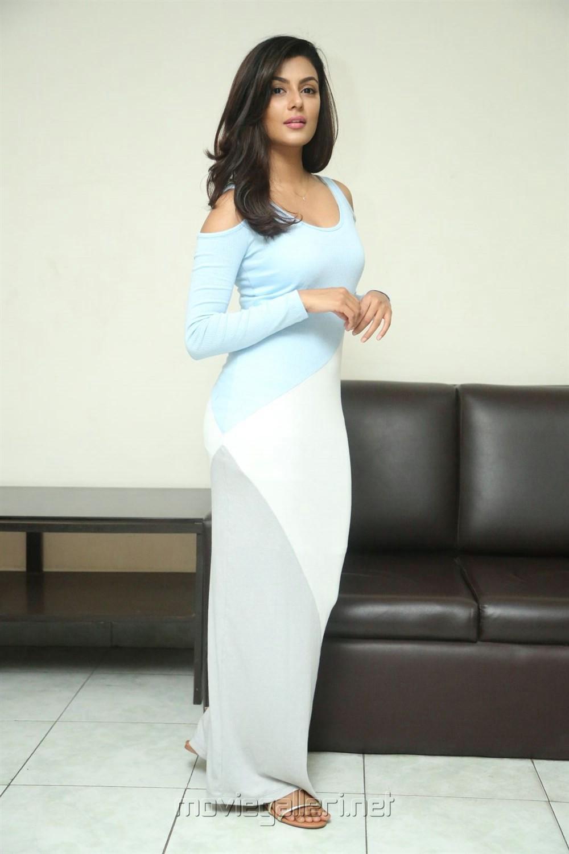 Anisha Ambrose Interview Stills about Fashion Designer s/o Ladies Tailor