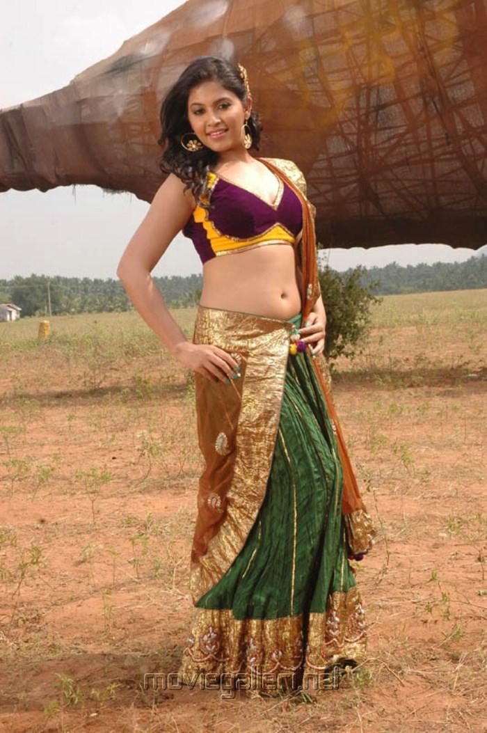 Tamil Actress Anjali Hot Pictures in Kalakalappu [ Gallery View ]