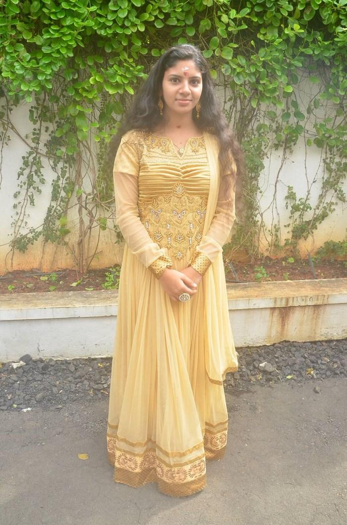 Riya Rahman @ Anjeal Movie Launch Stills