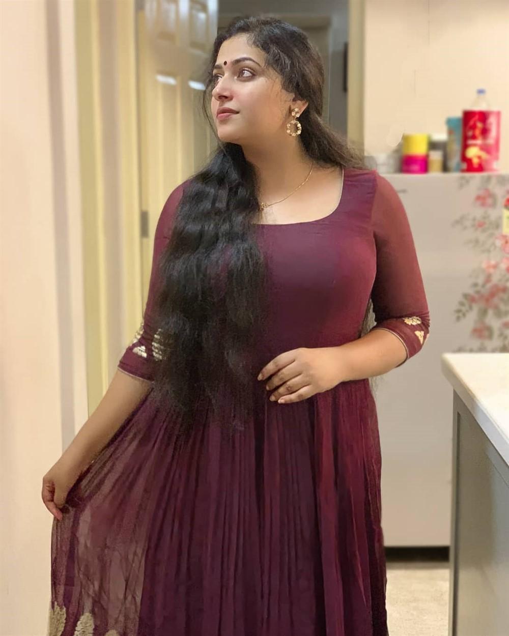 Actress Anu Sithara New Pics