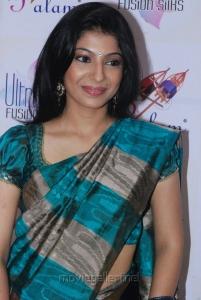 Tamil Actress Anuja Iyer Hot Images in Saree