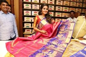 Actress Anupama Parameswaran launches Festival Sale at Anutex Kothapet Showroom Photos